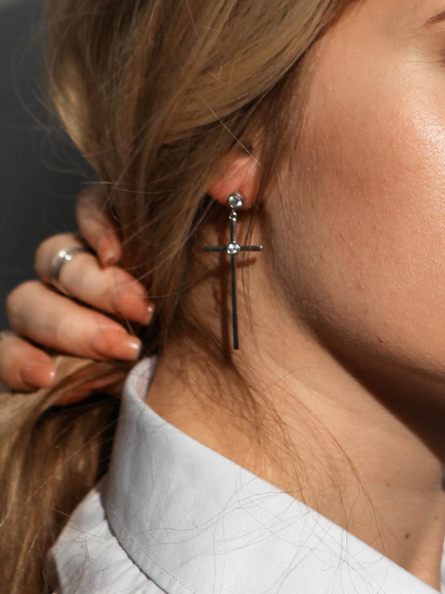 Серьги из серебра с цирконами Кресты