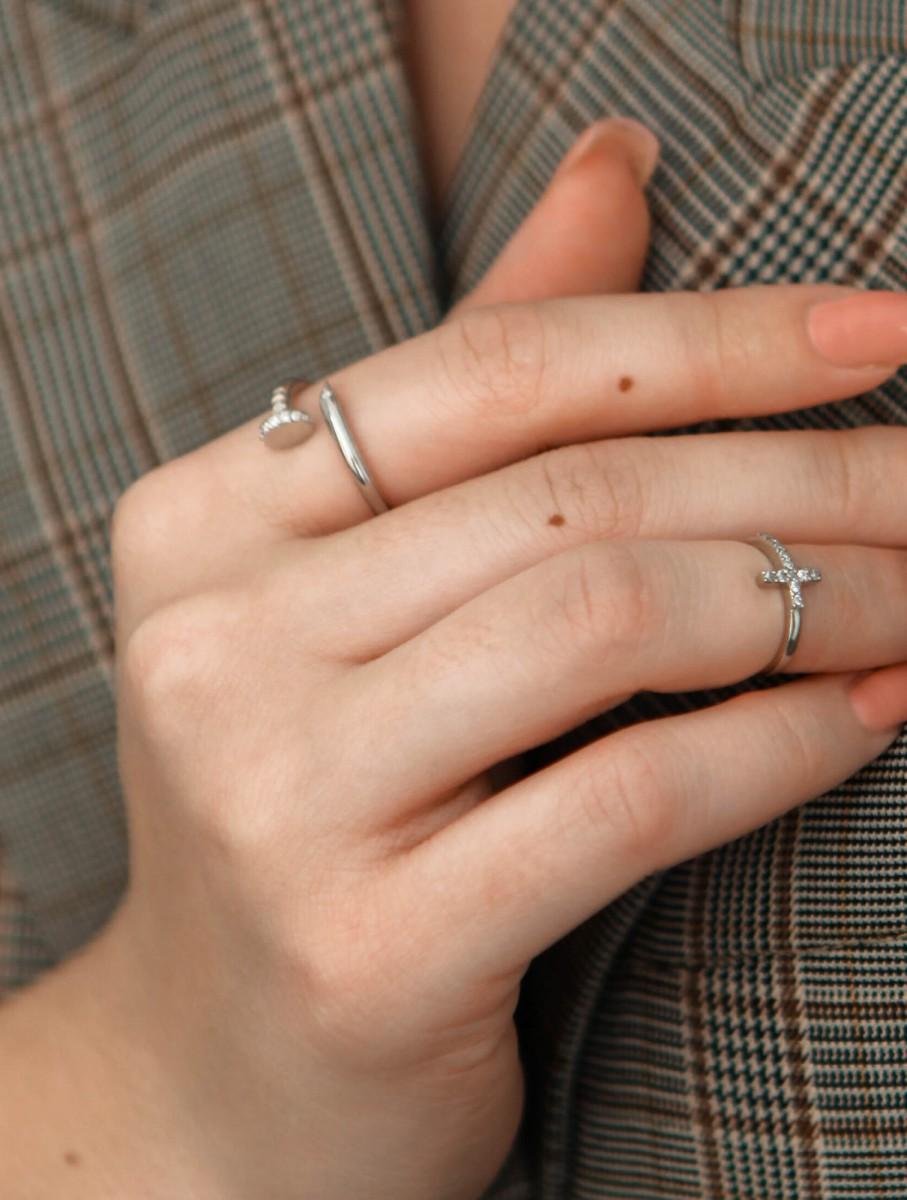 Фланговое кольцо из серебра с фианитами